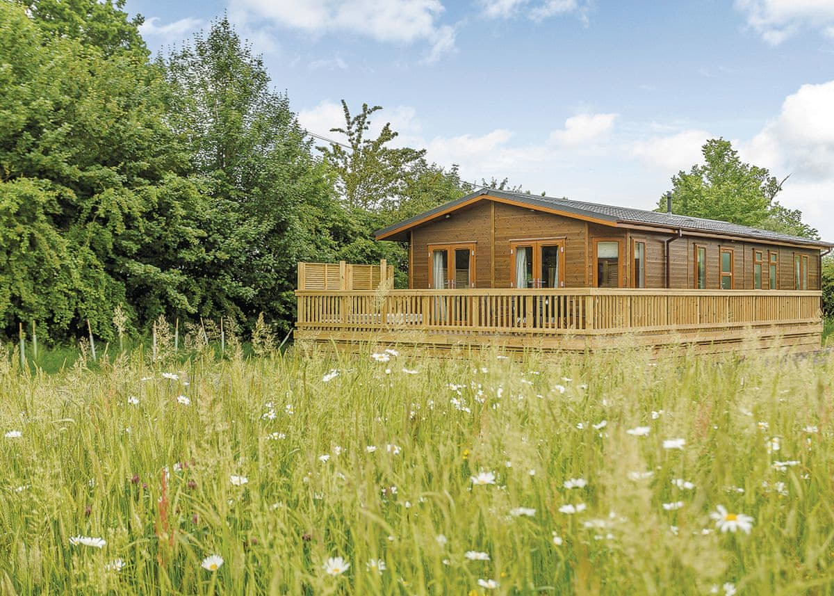 Country Lodge Six VIP Platinum | Brokerswood Holiday Park, Westbury, nr Longleat